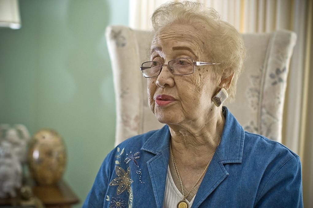 Katherine Johnson la mathématicienne de la NASA  qui a calculé la trajectoire vers la Lune